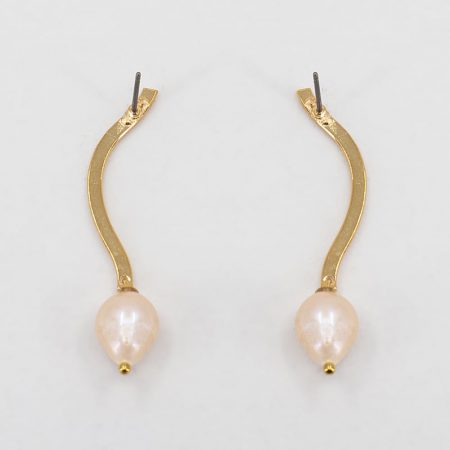 Ariel Metal Pink Pearl Earrings