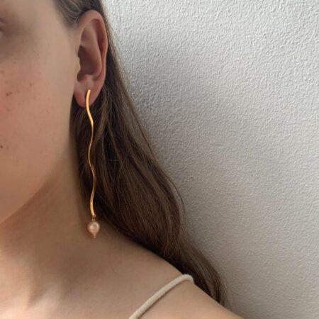 Ariel Metal Pink Pearl Large Earrings