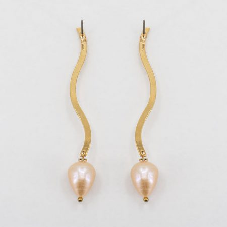 Ariel Metal Pink Pearl Medium Earrings