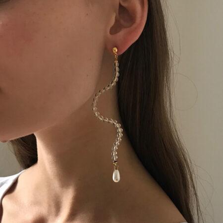 Ariel Clear Wavy Pearl Earrings