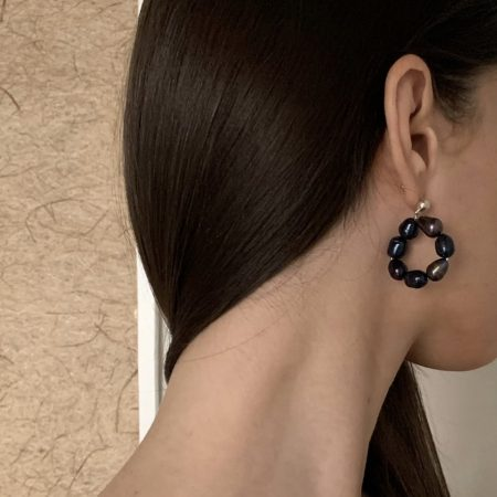 Dark Lana Round Pea Earrings
